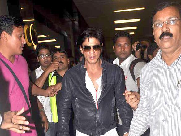 SRK Returning From Dubai New Year Bash 2012