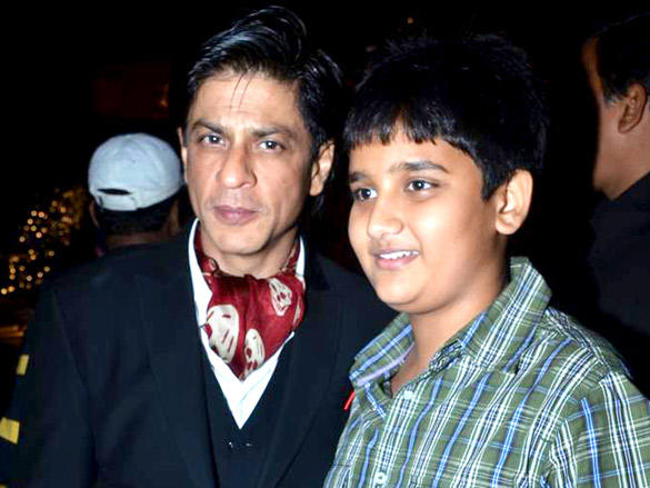 SRK with young fan at NDTV Profit Business Leadership Award 2011