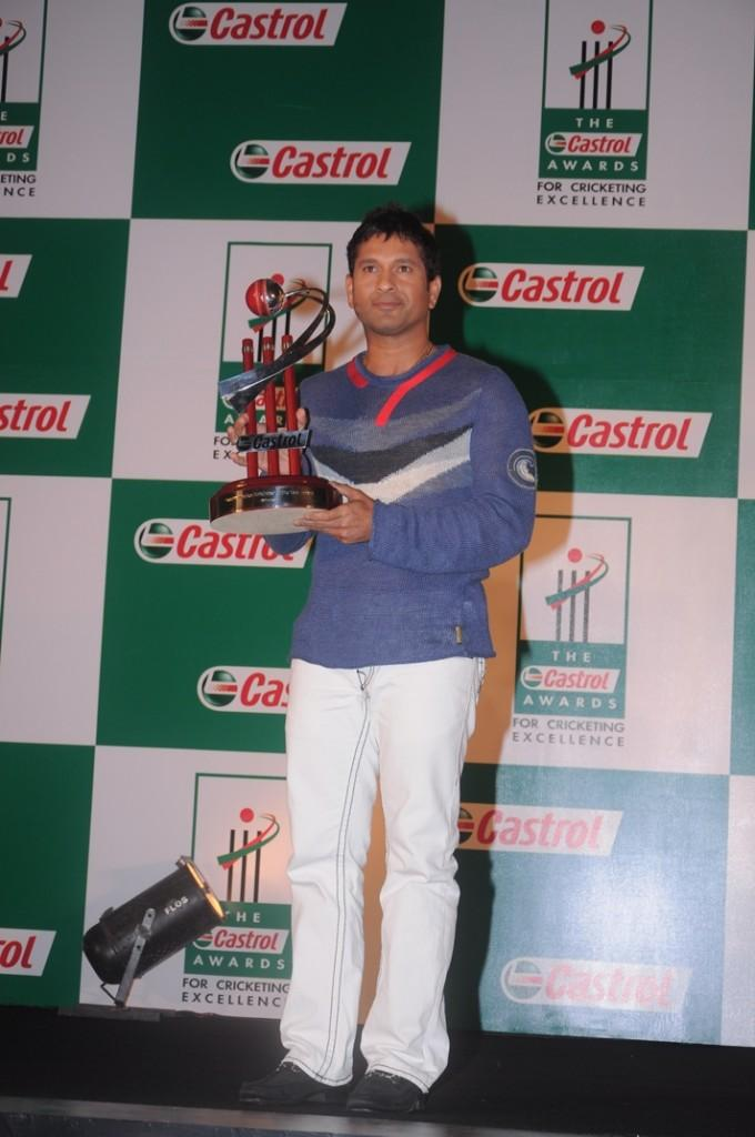Sachin Tendulkar With Trophy