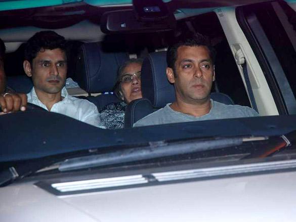 Salman Khan Pays Tribute to Mona Kapoor