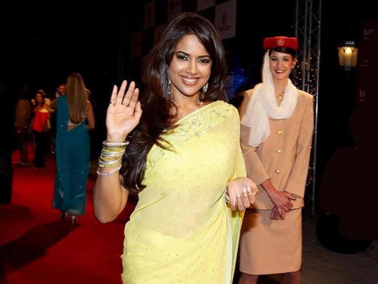 Sameera Reddy In Saree Gorgeous Smile Pic