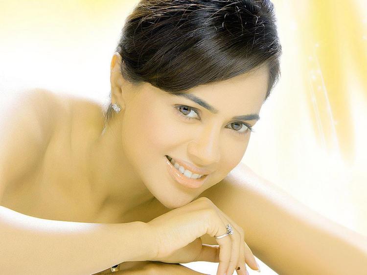 Sameera Reddy Lovely Face Look Wallpaper