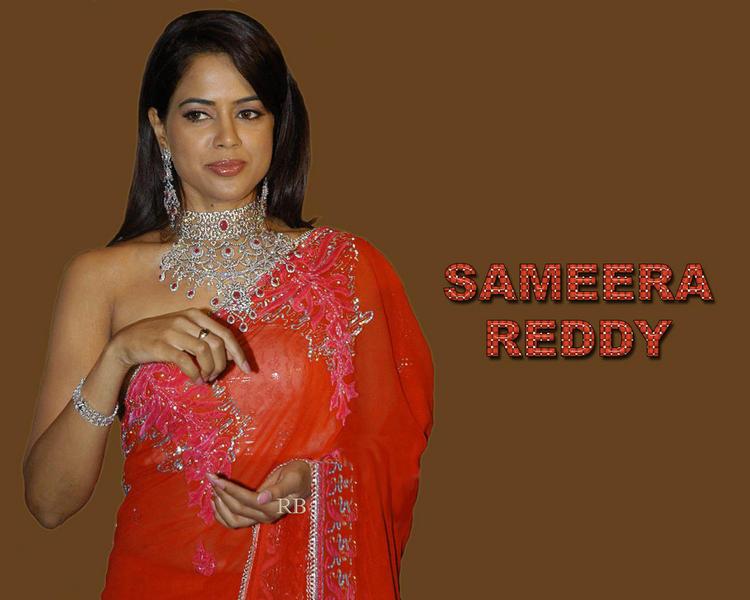 Sameera Reddy Red Saree Beautiful Look Wallpaper
