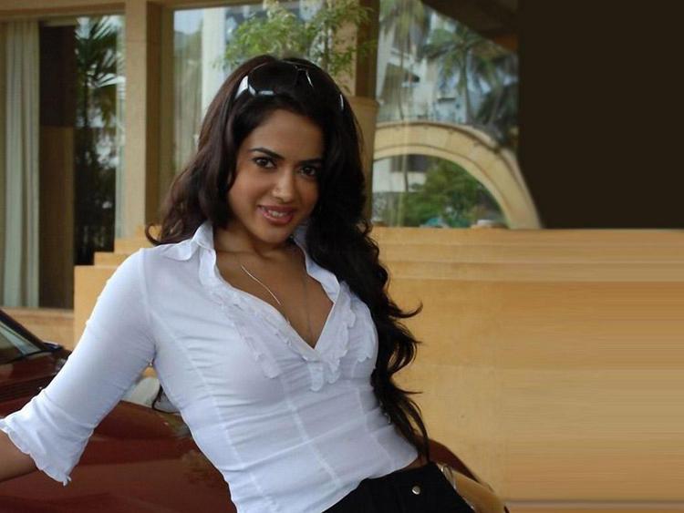 Sameera Reddy Sweet Smile Pic