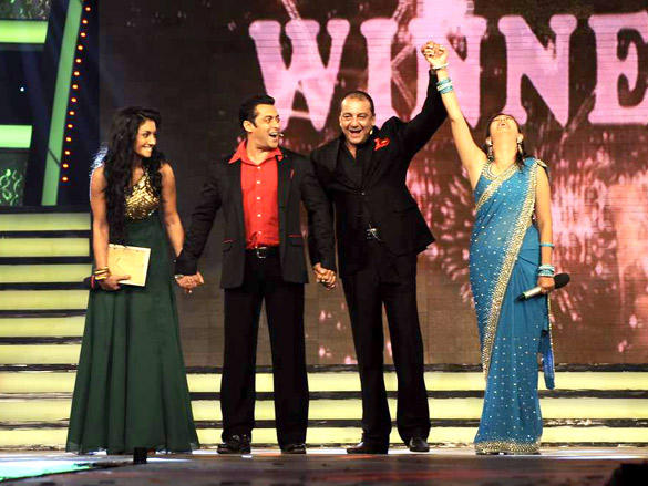 Sanju, Salman on Stage with Juhi