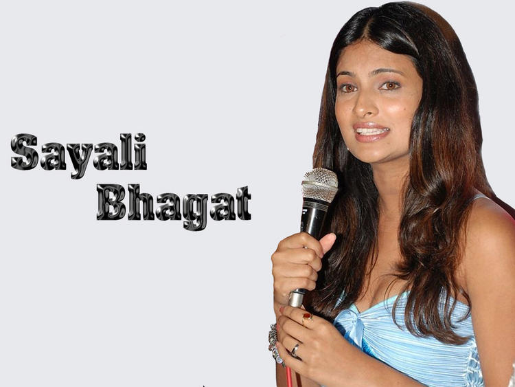 Sayali Bhagat Ready on The Mic