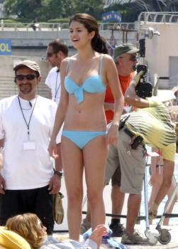 Selena Gomez Bikini Sexy Figure Pic