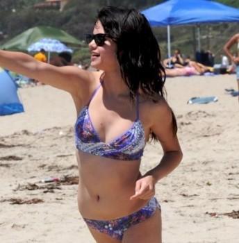 Selena Gomez In Bikini Stunning Pic