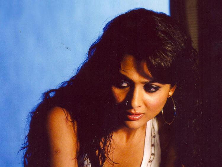Sexy Actress Amrita Arora Wallpaper