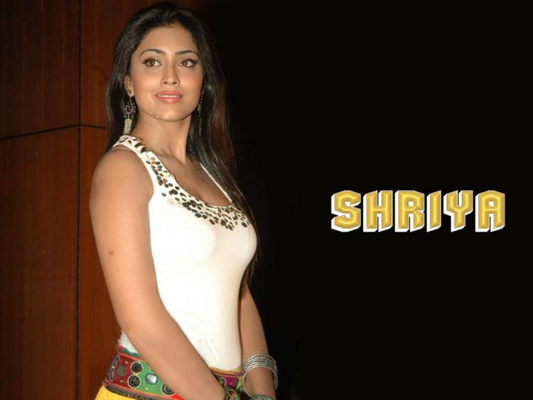 Sexy Shriya Saran Latest Wallpaper
