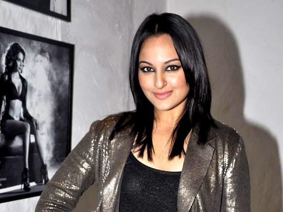Sexy Sonakshi at Daboo Ratnani's 2012 Calendar Launch