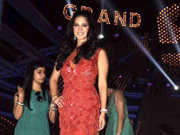 Sexy Sunny Leone on the Bigg Boss Sathe on Finale