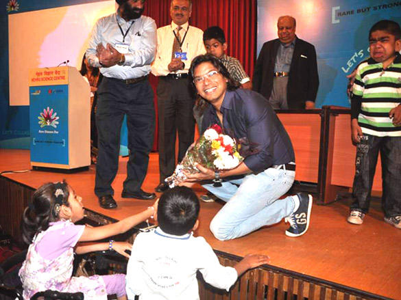 Shaan Spends Time With LSD Kiddies in Nehru Centre