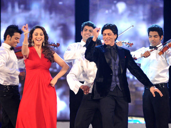 Shah Rukh Khan and Madhuri Dixit Perfomrs on stage at 2012 Colors Screen Awards
