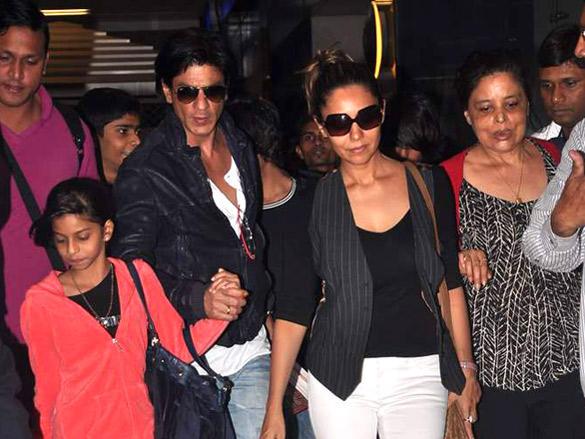 Shaharuk Khan,Gauri Khan and Family Returning From Dubai New Year Bash 2012