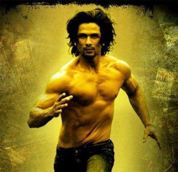Shahid Kapoor Hot Body Show Kaminey Wallpaper
