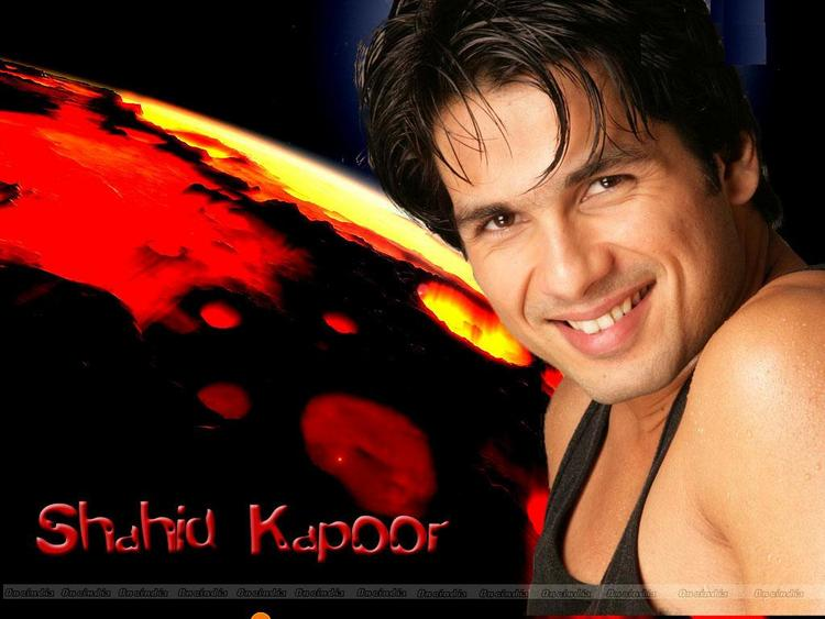 Shahid Kapoor Sexy Smile Wallpaper