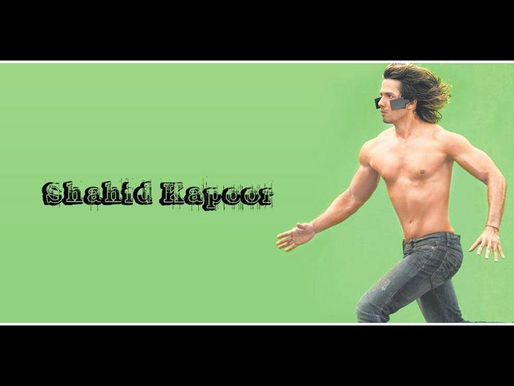 Shahid Kapoor Shirtless Dress Running Wallpaper