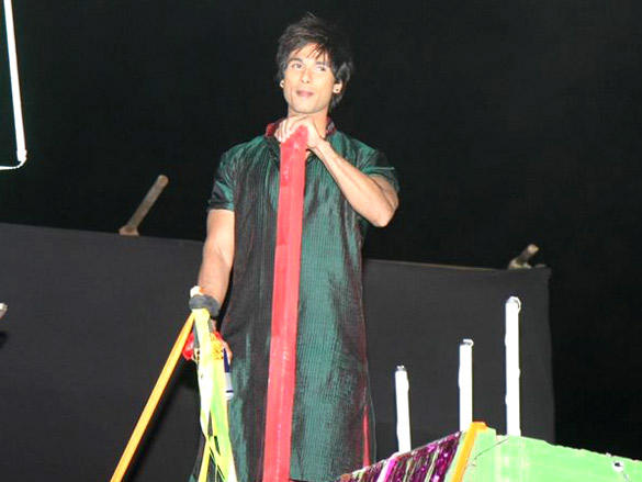 Shahid kapoor at 18th Annual Colors Screen Awards 2012