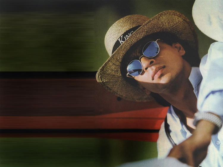 Shahrukh Khan Hot Stylist Wallpaper