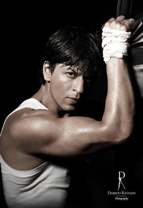 Shahrukh Khan Strong Arm Pose For Lux Cozy ONN Innerwear Print Ad