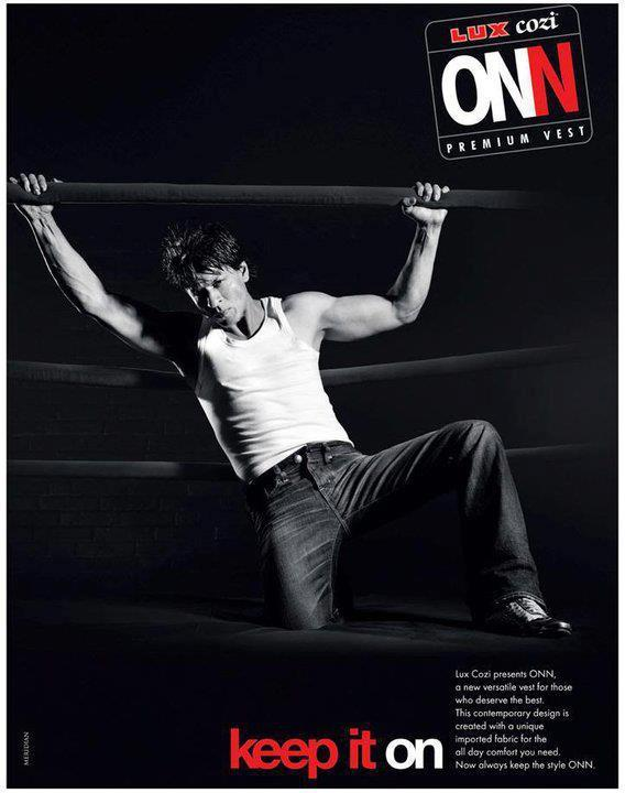 Shahrukh Khan Strong Body Pic For Lux Cozy ONN Innerwear Print Ad