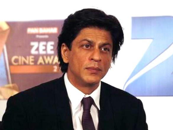 Shahrukh Khan at Zee Cine Awards 2012