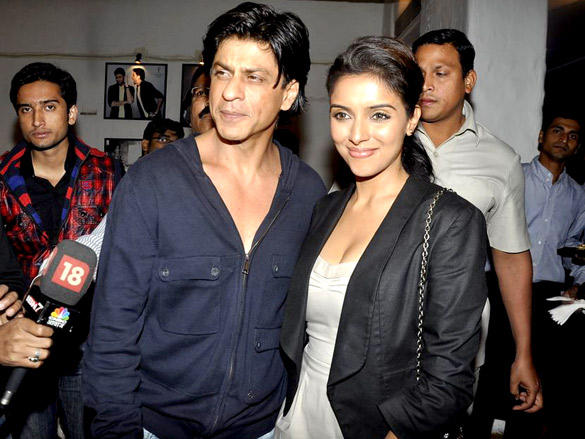 Shahrukh Khan with XXXX at Daboo Ratnani's 2012 Calendar Launch