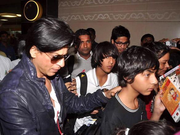 Shahrukh with Son Returning From Dubai