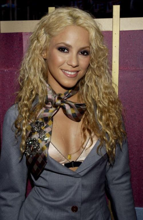 Shakira Open Boob Show Sweet Smile Pic