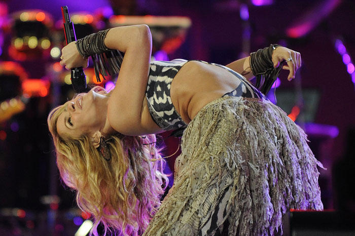 Shakira Rocking Performnce On The Stage