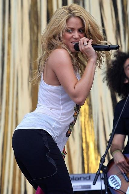 Shakira Stage Performance Sexy Photo