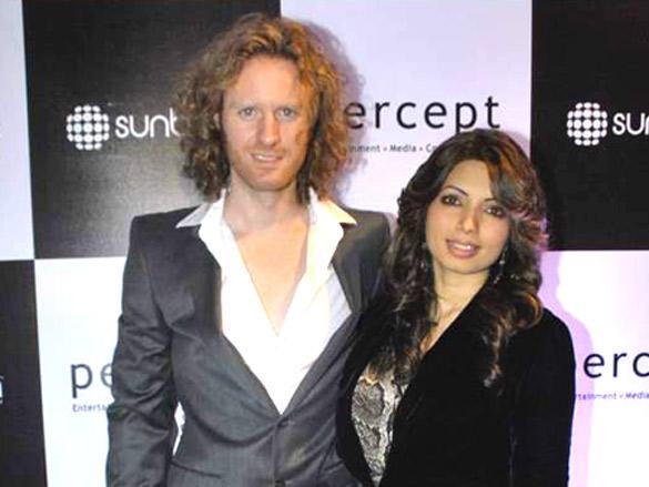 Shama Sikander with Alex O'Neil at Sunburn Awards 2012