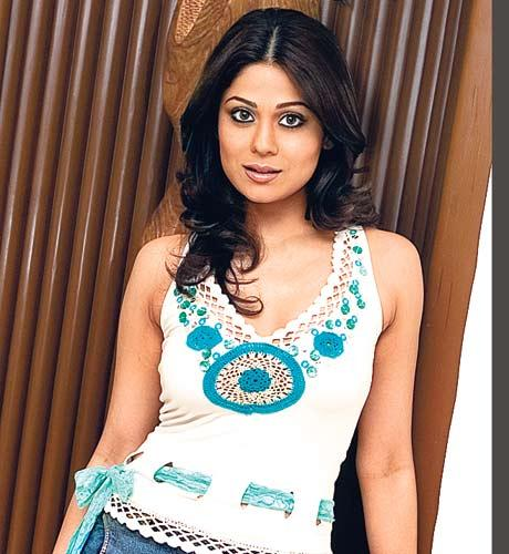 Shamita Shetty Cute look Wallpaper