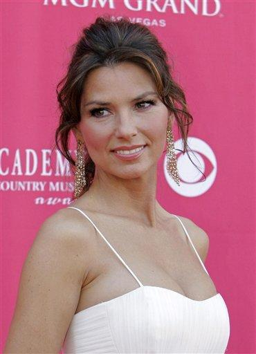 Shania Twain Sleeveless Dress Glamour Still