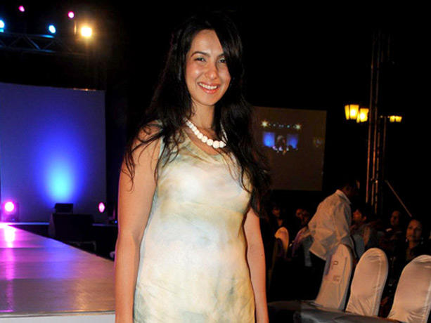 Shraddha Nigam at Couture for Cause Fashion Show in ITC Maratha