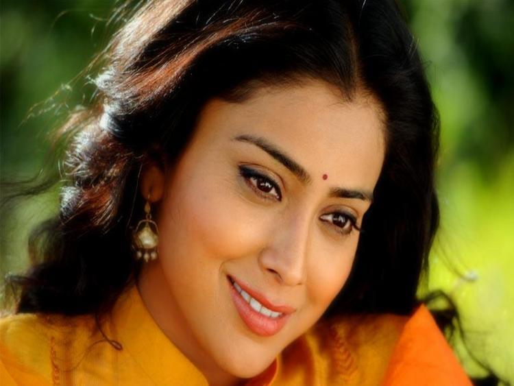 Shriya Saran Beauty Smile Wallpaper