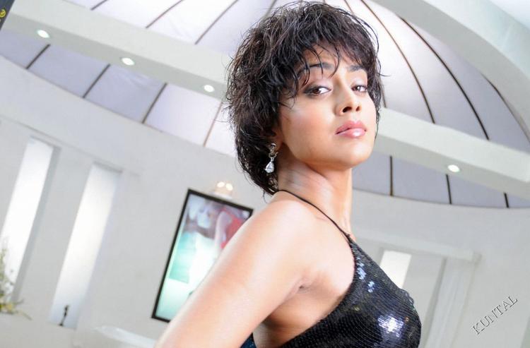 Shriya Saran Bikini Dress Latest Hair Style Wallpaper