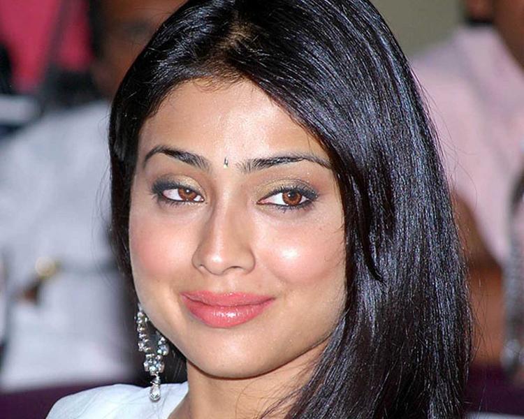 Shriya Saran Glamour Face Wallpaper