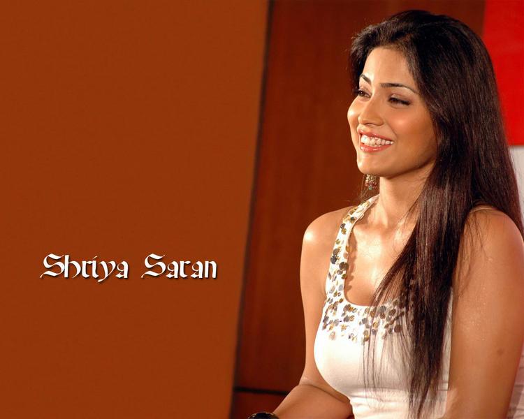 Shriya Saran Gorgeous Smile Wallpaper