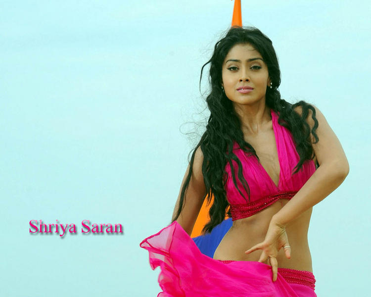 Shriya Saran Sexy Romantic Look Wallpaper