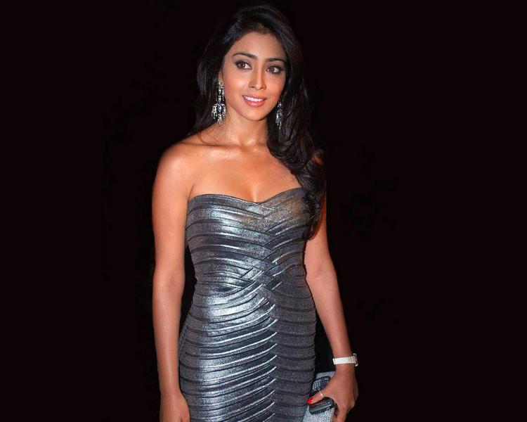 Shriya Saran Sexy Sleeveless Dress Glamour Wallpaper