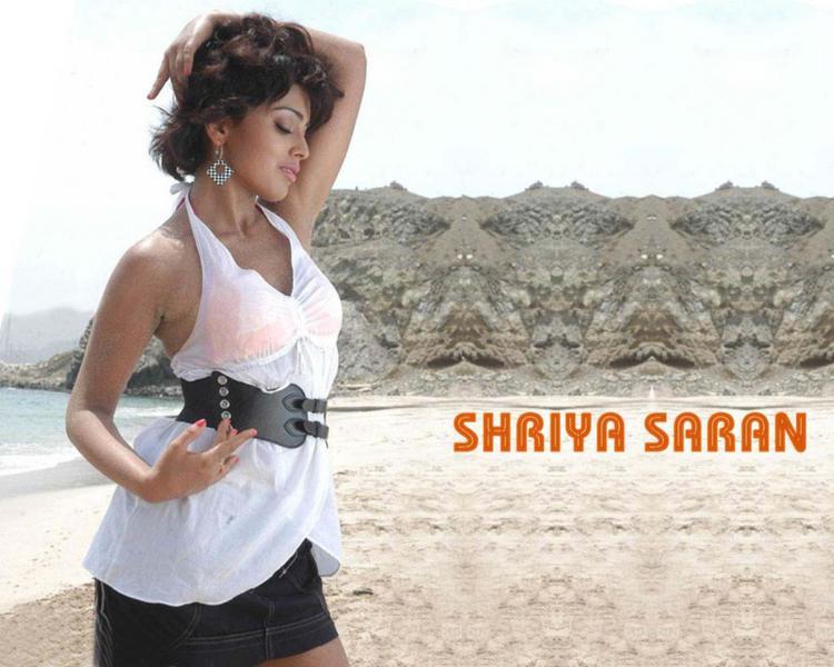 Shriya Saran Short Hair Romancing Wallpaper