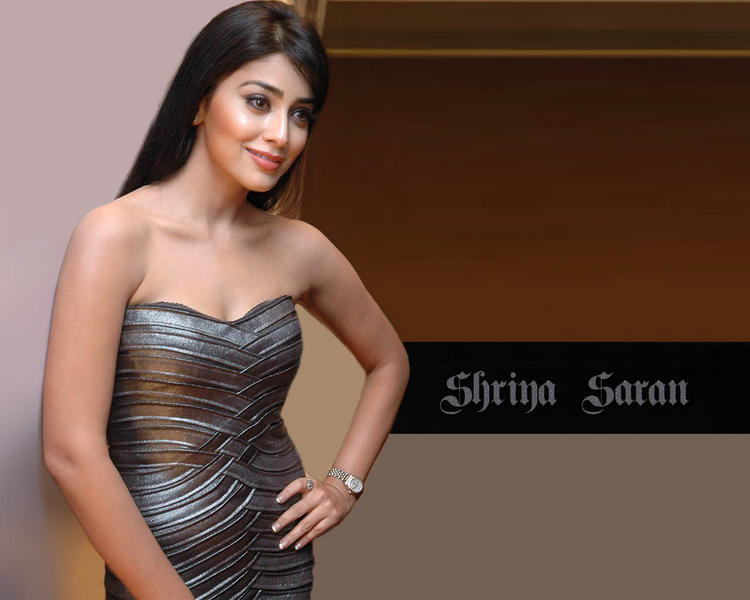 Shriya Saran Sizzling Wallpaper