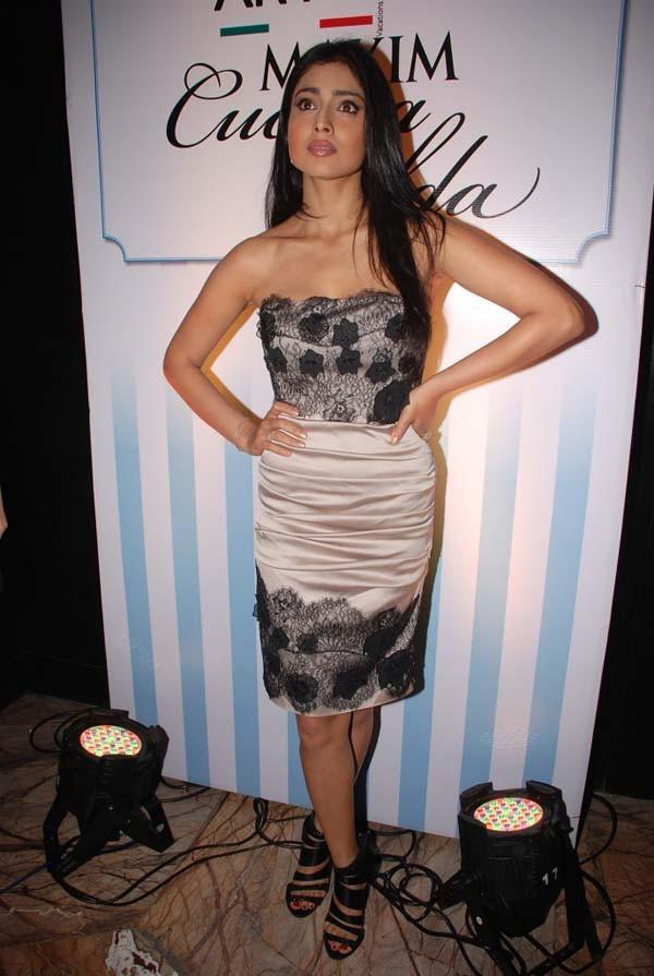 Shriya Saran sleeveless dress hot still
