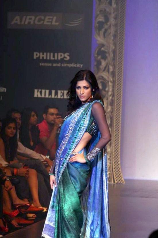 Shruti Haasan Sexy Pose at Satyapaul Lakme Fashion Week