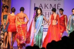 Shruti Haasan Walk Ramp In Saree