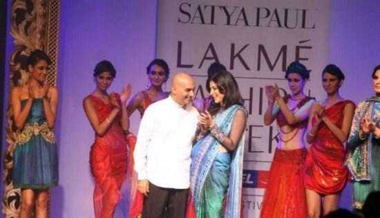Shruti Haasan Walk Ramp at Satyapaul Lakme Fashion Week