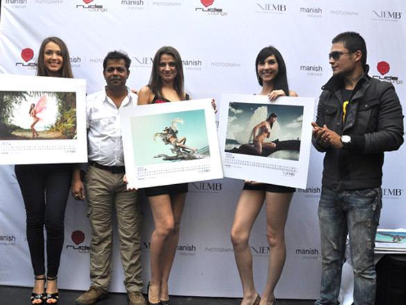 Siddharth look on as Manish Chaturvedi unveils calendar 2012