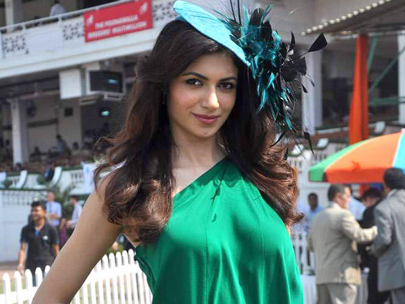 Simran Kaur Mundi in sleeveless dress at Poonawala breeders Multi Million race